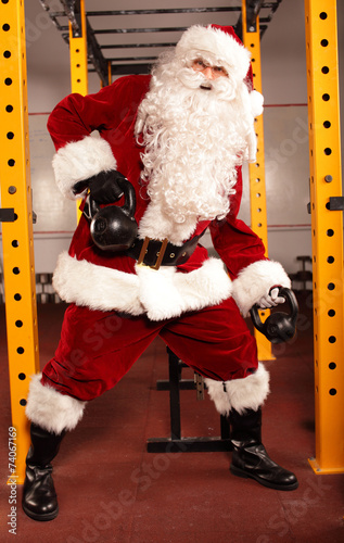canvas print picture Santa Claus training before Christmas in gym - kettlebells