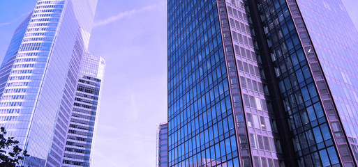 Athmosphère violette immeubles de bureaux