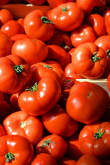 Fleischtomaten auf dem Wochenmarkt in der Provence