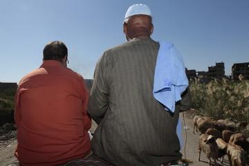 Hombres egipcios en calesa.