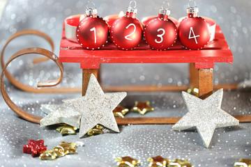 Schlitten mit Weihnachtskugeln