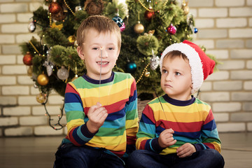 children in santa hatv