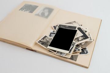 Fotoalbum von oben geöffnet mit 1 bild freigestellt