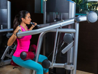 Lat Lateral dorsal pulldown machine upper back