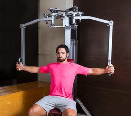 pec-deck flye pec deck chest workout man