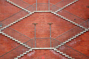 Treppe an einer Ziegelsteinmauer