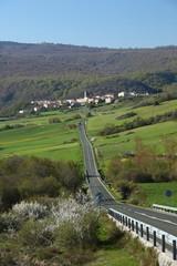 Pueblo, carretera y prespectiva