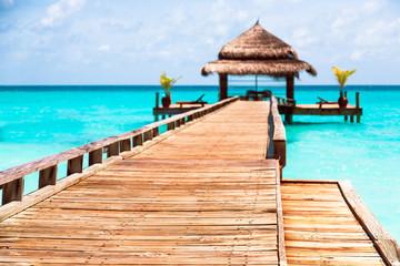 Puente de madera en Maldivas