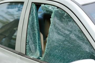 robbery broken car windshield