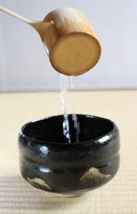 茶道:抹茶茶碗と柄杓