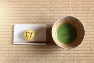 茶道:抹茶茶碗と和菓子