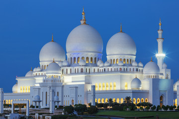 Sheikh Zayed Mosque by night
