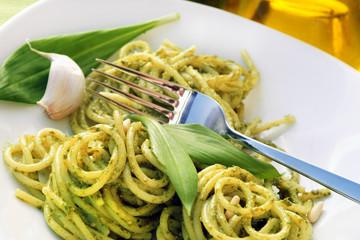 Spaghetti mit Bärlauchpesto