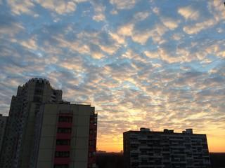 восход в городе