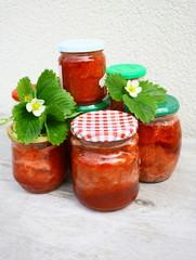 confitures de fraises en pots
