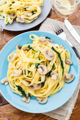Fettuccine with spinach and mushrooms