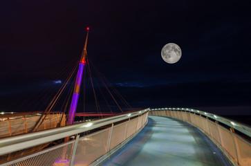 la luna e il ponte
