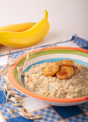 Oatmeal porridge with caramelized banana