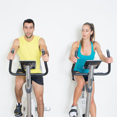 Radfahren im Fitnessstudio