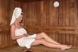 Leinwanddruck Bild - Pregnant woman relaxing in Sauna