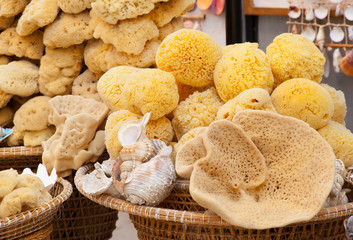 Baskets with natural marine sponges