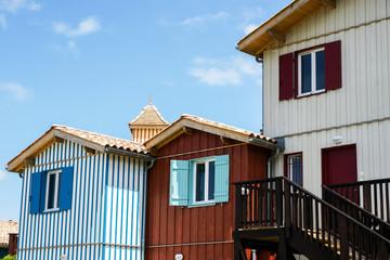 Maisons bois colorées