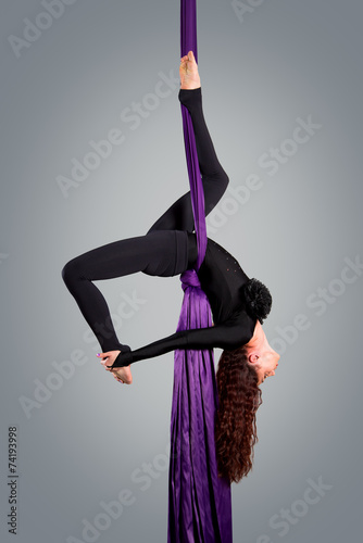 Foto op Plexiglas Luchtsport Beautiful dancer on aerial silk, aerial contortion, aerial ribbo