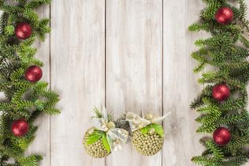Fondo de Navidad con decoración de abeto y espacio para texto