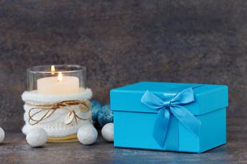 Weihnachtsgeschenk mit Kerze