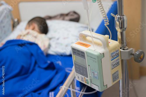 Children in hospital - 74219372