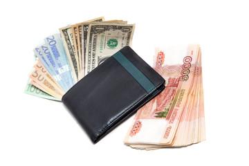 Деньги в кошельке на белом фоне.