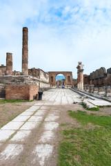 triumphal arch of Nero to the forum in pompeii