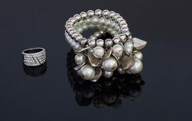 Bracciale e anello da donna