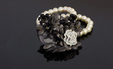 Braccialetto di perle con fiori