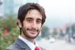 canvas print picture - Sympathischer Geschäftsmann mit Bart vor Bürogebäude