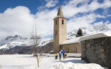 Skilanglauf in den Schweizer Bergen