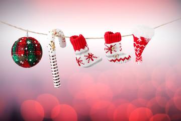 Decori di Natale appesi ad un filo