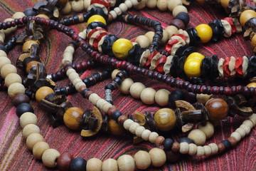 木製の首飾り