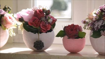 Papiervasen mit Rosen
