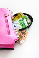Geldscheine in Handtasche
