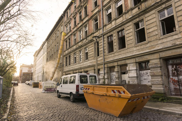Sanieren von Wohnhäusern 08413