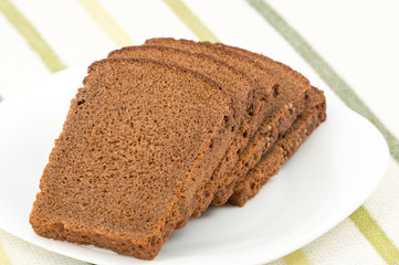 Sliced rye bread on a plate