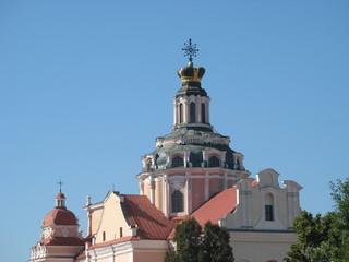Величественный купол храма в виде короны