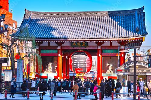 Fotobehang Aziatische Plekken 浅草寺雷門と観光客