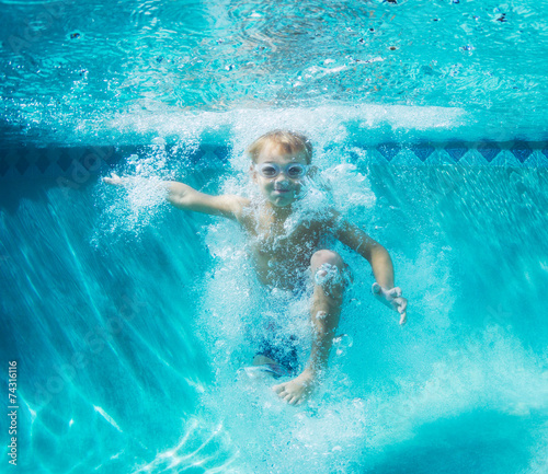 Fotobehang Duiken Young Boy Diving Underwater in Swimming Pool