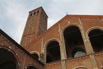 basilica Sant'Ambrogio, Milano; facciata e campanile canonici