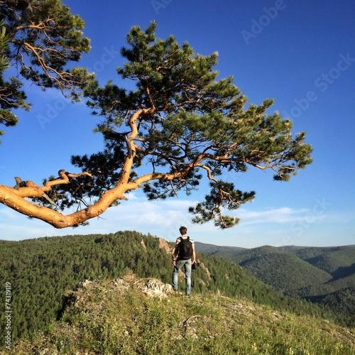 canvas print picture Молодой мужчина на погулке в горах