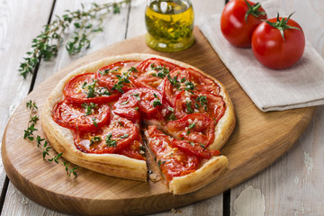 pie with tomato tart of puff pastry