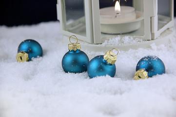 blaue Weihnachtskugeln