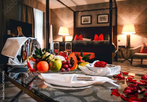 Luxury hotel room - 74331942